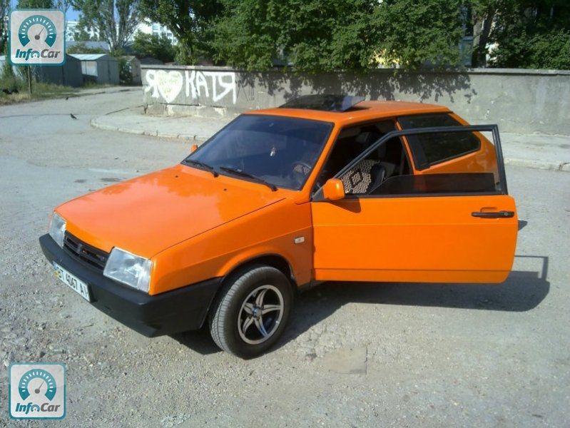 Ваз оранжевого цвета фото