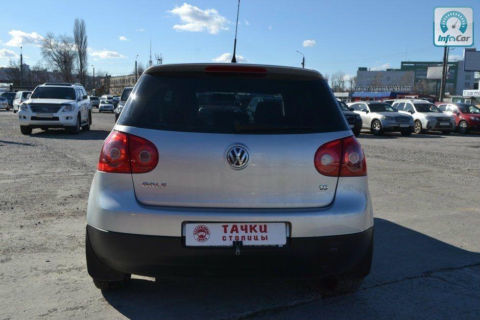 Купить автомобиль Volkswagen Golf 5 2008 (серый) с пробегом