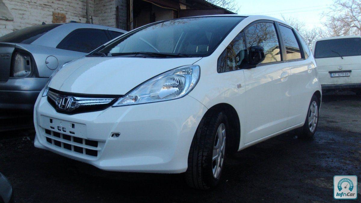 купить автомобиль Honda Jazz Hybrid 2012 белый с пробегом продажа